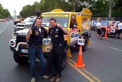 Hervé Diers et François Béguin avec le #400 Toyota Land Cruiser french fries mobile