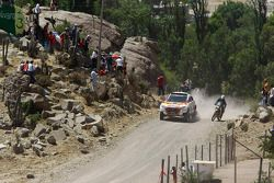#304 Mitsubishi Racing Lancer: Nani Roma et Lucas Cruz Senra, #229 KTM 525 DRS: Philip Noone