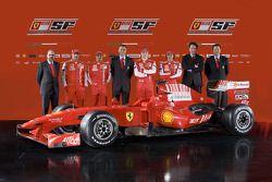 Şef Tasarımcısı Nicholas Tombazis, Marc Gene, Felipe Massa, Ferrari Team Direktör Stefano Domenicali