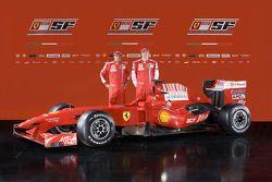 Felipe Massa ve Kimi Raikkonen ve yeni Ferrari F60