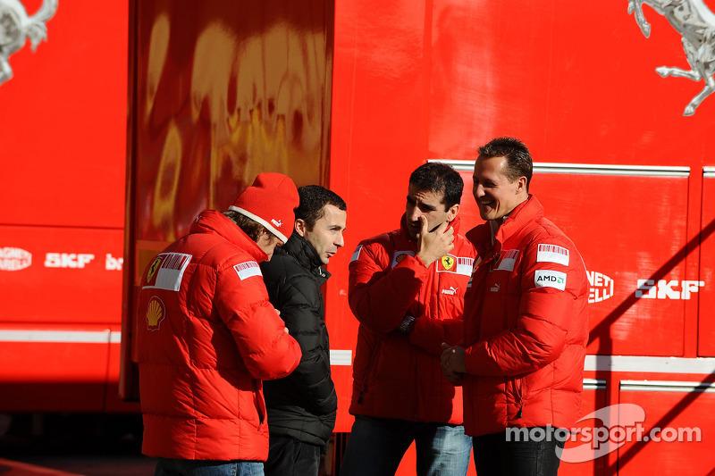 Luca Badoer, Test Driver, Scuderia Ferrari con Nicolas Todt, Manager de Felipe Massa, Marc Gene pilo