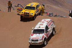 #399 Toyota Land Cruiser Prado: Francisco Pita et Humberto Goncalves, #342 OSC Oscar 03: Janis Azis et Ainars Princis
