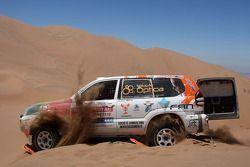 #382 Toyota Land Cruiser 120: Adelio Machado et Laurent Flament bloqués dans le sable