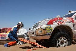 #399 Toyota Land Cruiser Prado: Francisco Pita and Humberto Goncalves bloqués dans le sable