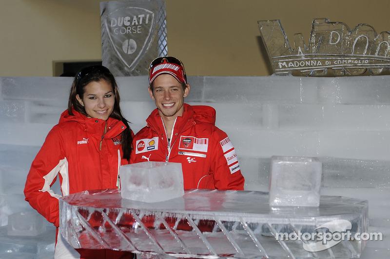 Casey Stoner y su esposa Adriana