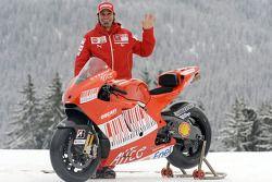 Vittoriano Guareschi avec la nouvelle Ducati Desmosedici GP9