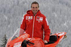 Livio Suppo avec la nouvelle Ducati Desmosedici GP9