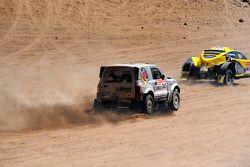 #326 Buggy: Pascal Thomasse et Pascal Larroque, #365 Mitsubishi Pajero: Stephan Schott et Holm Schmidt