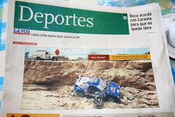 Periódicos locales hablan del accidente de Carlos Sainz