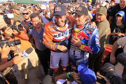 El ganador Marc Coma con el segundo, Cyril Despres
