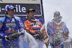 Podio: ganador Marc Coma, segundo Cyril Despres, tercero David Fretigné