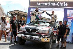 Podium catégorie voiture : Ricardo Leal Dos Santos et Pedro Pires Lima