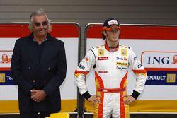 Flavio Briatore y Romain Grosjean con el Renault R29