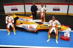 Fernando Alonso, Flavio Briatore, Romain Grosjean y Nelson A. Piquet con el Renault R29