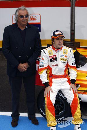 Fernando Alonso y Flavio Briatore con el Renault R29
