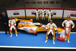 Fernando Alonso, Flavio Briatore, Nelson A. Piquet, Romain Grosjean y Renault piloto de desarrollo c