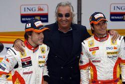 Fernando Alonso, Flavio Briatore y Nelson A. Piquet con el Renault R29