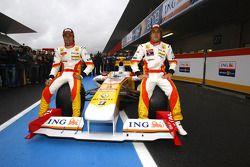 Fernando Alonso y Nelson A. Piquet con el Renault R29