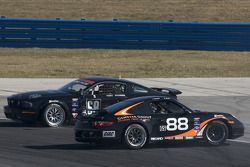 #88 Ranger Sports Racing Porsche 997: Barry Ellis, Fraser Wellon et #68 CA Sport Ford Mustang GT: Ve