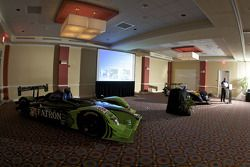 #9 Patron Highcroft Racing Acura ARX 02a Acura et #66 de Ferran Motorsports Acura ARX 02a Acura en p