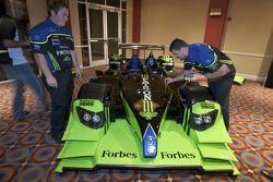 Les membres de Patron Highcroft Racing retirent le design de l'Acura ARX 02a Acura