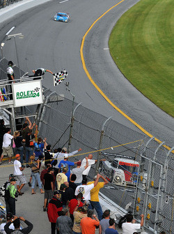 #58 Brumos Racing Porsche Riley: David Donohue, Antonio Garcia, Darren Law, Buddy Rice takes the checkered flag