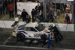 Arrêt aux stands pour #35 Orbit Racing Porsche GT3: Lawson Aschenbach, Hiram Cruz, Omar Rodriguez, M