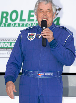 Drivers meeting: Brian Redman gives a speach