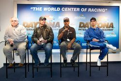 Victory Junction-Orbit Racing press conference: Leo Hindery Jr., Kyle Petty, Bill Lester et Darren M