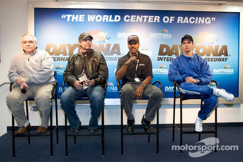 Victory Junction-Orbit Racing press conference: Leo Hindery Jr., Kyle Petty, Bill Lester et Darren M