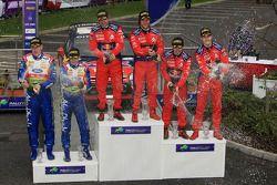 Podium: les vainqueurs Sébastien Loeb et Daniel Elena, les deuxièmes Daniel Sordo et Marc Marti, les troisièmes Mikko Hirvonen et Jarmo Lehtinen