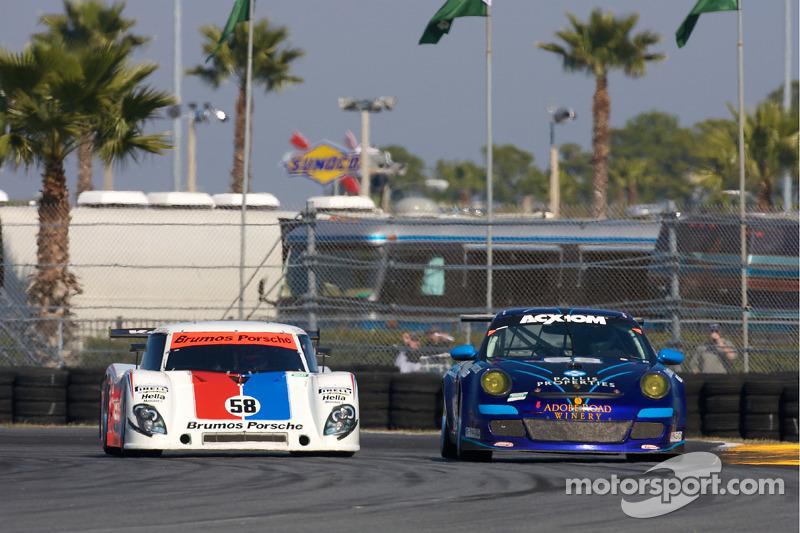 #68 TRG Porsche GT3: Josemanuel Gutierrez, Steve Miller, Chris Pallis, #58 Brumos Racing Porsche Ril