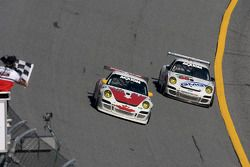 End of the session: #44 Bullet Racing Porsche GT3: Ross Bentley, Keith Carter, Steve Paquette, #88 F