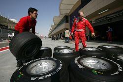ART Grand Prix organise their tyres