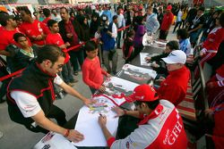 Hamad Al Fardan, Nico Hulkenberg, Jerome D'Ambrosio and Sergio Perez sign autographs for the race fans