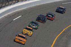 #59 Rehagen Racing Ford Mustang GT: Dean Martin, Larry Rehagen est devant un groupe de voitures