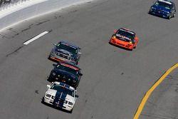 #57 Rehagen Racing Ford Mustang GT: Roberto Bengoa, Bryan Ortiz est devant un groupe de voitures