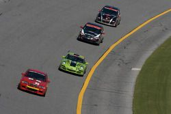 #99 Racing BMW M3 Coupé automatique: Mark Hillestad, Barry Waddell leads #38 BGB Motorsports Porsche Carrera: Nick Longhi, Joe Masessa