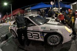 Pit stop pour #33 Wright Motorsports Porsche GT3: Sascha Maassen, Phillip Martien, Patrick Pilet, BJ Zacharias