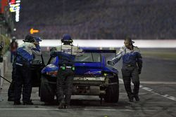 Pit stop pour #63 TRG Porsche GT3: Kurt Kossmann, Bruce Ledoux, David Quinlan, Dan Watkins, Steve Zadig