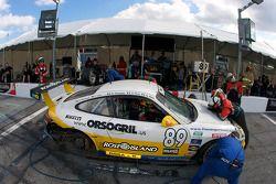 Pit stop pour #89 Farnbacher Loles Racing Porsche GT3: Pierre Kaffer, Giacomo Petrobelli, Gabrio Ros