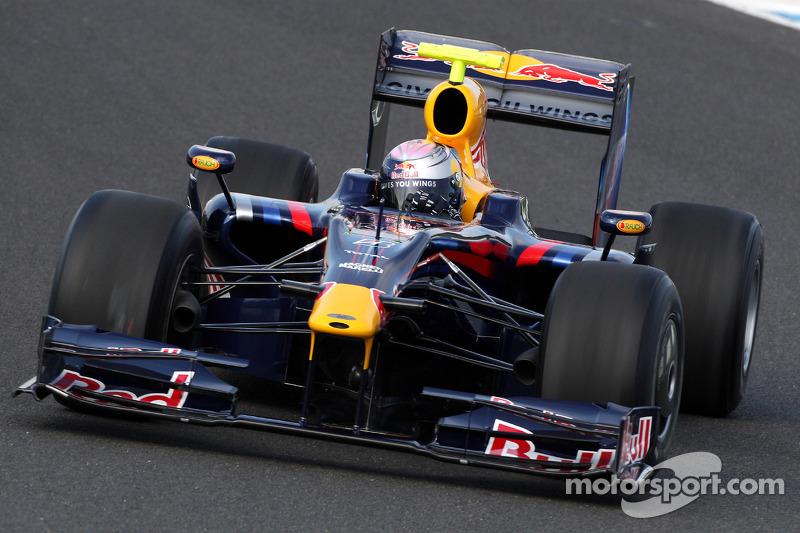 Sebastian Vettel test ediyoryeni Red Bull RB5
