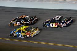 Denny Hamlin, Joe Gibbs Racing Toyota, Kyle Busch, Joe Gibbs Racing Toyota, Brian Vickers, Red Bull Racing Team Toyota