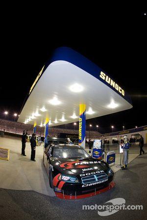 David Stremme, Penske Racing Dodge at the fuel station