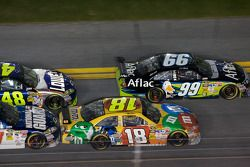 Restart: Carl Edwards, Roush Fenway Racing Ford and Kyle Busch, Joe Gibbs Racing Toyota lead the fie