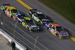 Jamie McMurray, Roush Fenway Racing Ford, Jimmie Johnson, Hendrick Motorsports Chevrolet, Carl Edwar
