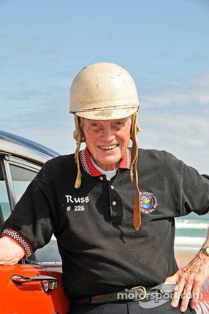 La légende vivante du défilé de la course sur la plage: Russ Truelove