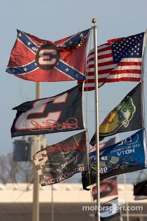 Banderas en el infield Daytona