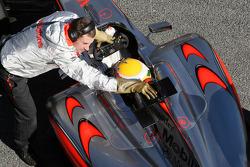Деталь машины Льюиса Хэмилтона, McLaren Mercedes, MP4-24