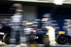 Kazuki Nakajima, Williams F1 Team, FW31, pitstop